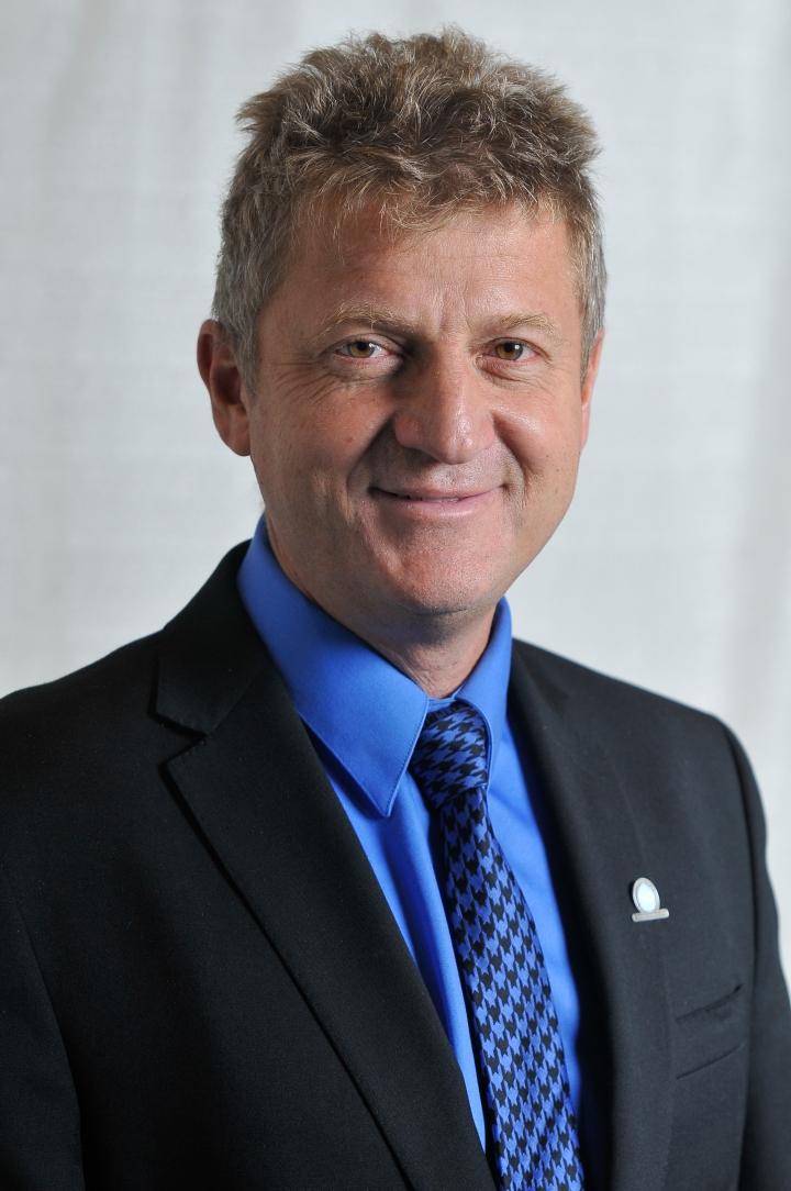 Chris de Virgilio, MD, authored a new book on surgery.